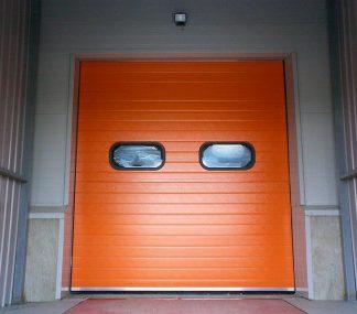 Секционные ворота в склад промышленные из сэндвич панелей (ISD01) 3400*3400 с приводом и окнами