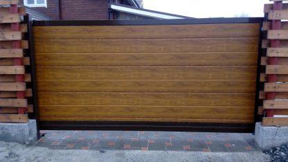 Уличные откатные ворота Дорхан в алюминиевой раме с сэндвич панелью 3600*2400 с автоматикой