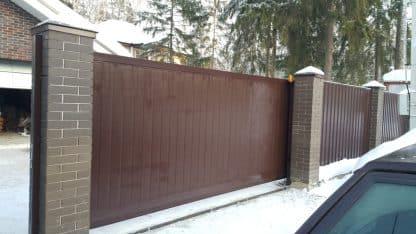 Ворота дорхан уличные откатные в алюминиевой раме с сендвич панелью