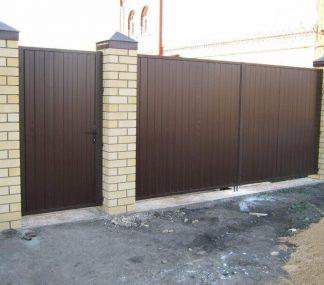 Распашные ворота металлические из профнастила 4000х2250