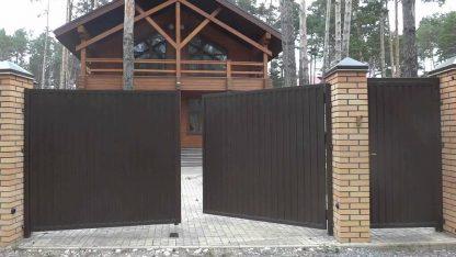 Распашные ворота металлические из профнастила 4000х2500