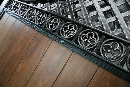 Ворота деревянные с ковкой 2