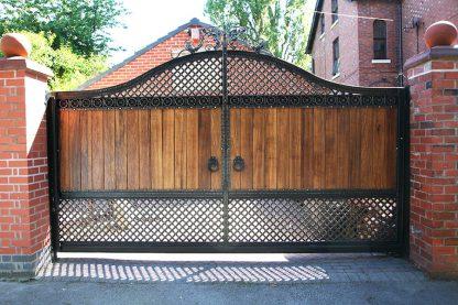 Ворота деревянные с ковкой 4