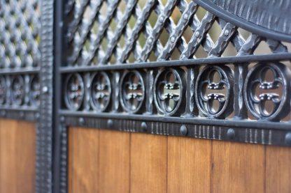 Ворота деревянные с ковкой 6