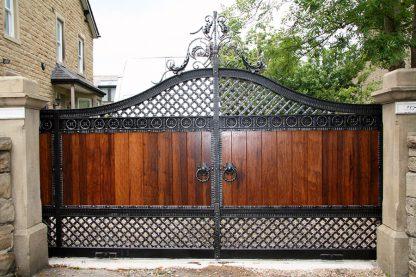 Ворота деревянные с ковкой 1